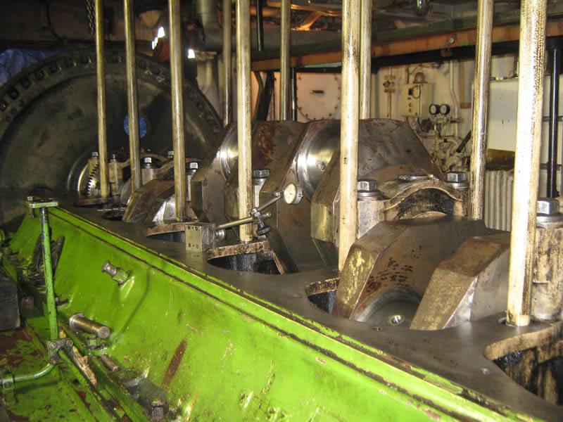 Reparatii motor naval