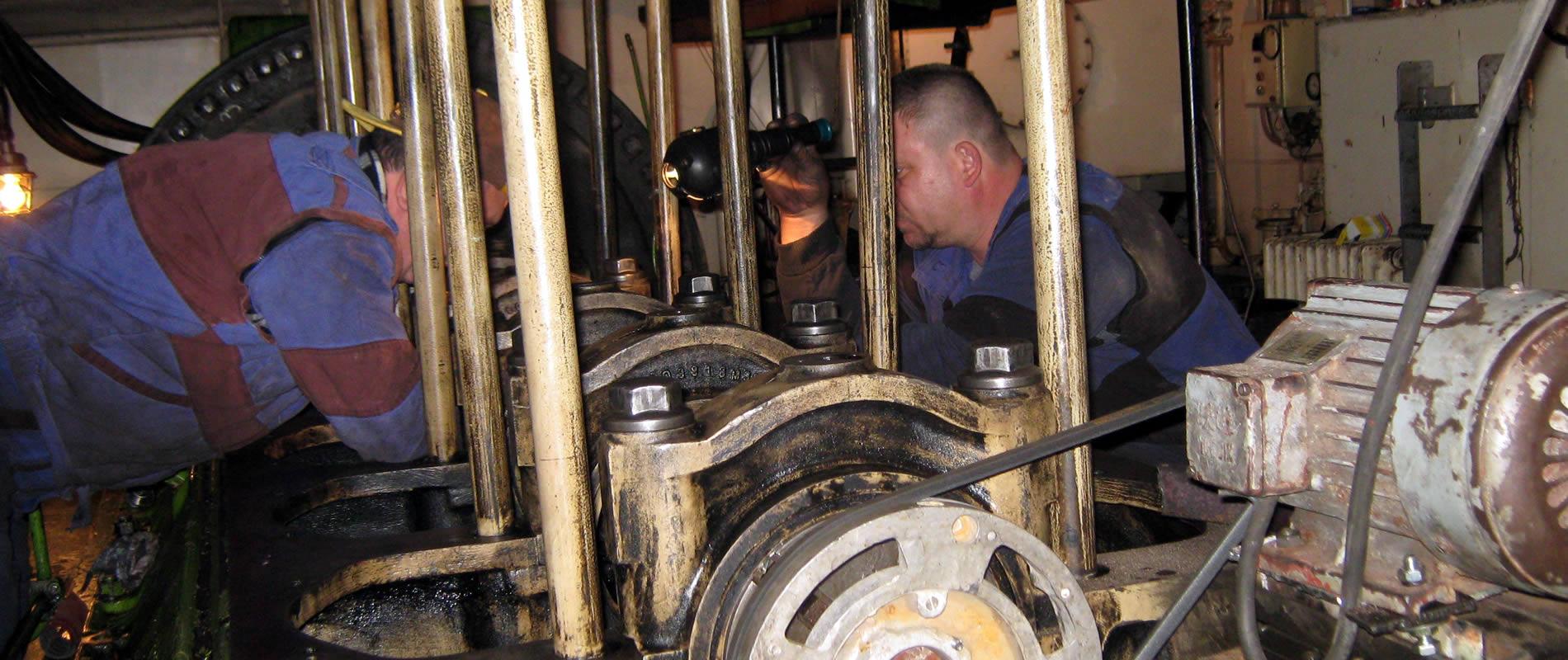 Reparatii<br>motoare navale